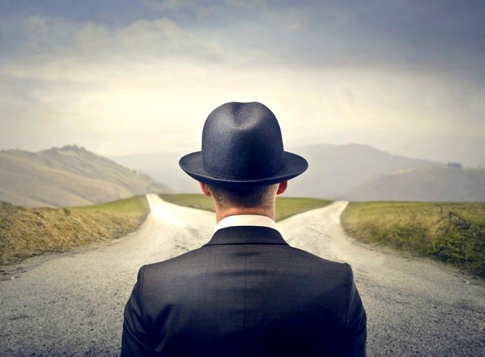Человек выбирает дорогу