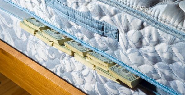 Сбережения под матрасом